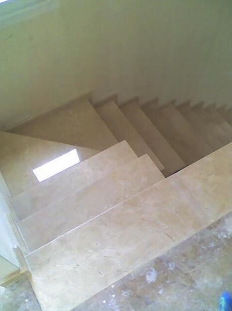 Escalera Mármol Crema Marfil